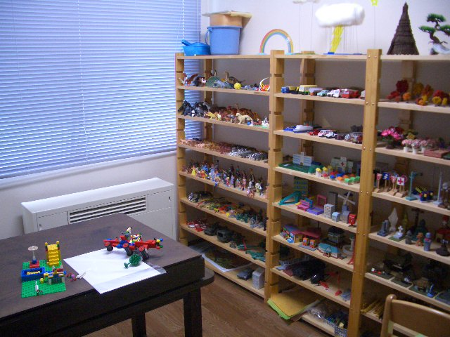 心理療法の一つである箱庭のお部屋です。